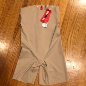 NWT SPANX THIN- STINCTS  LONGER CONTROL UNDIES